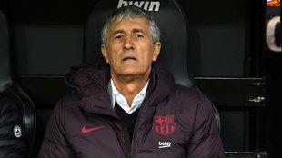 Quique Setién, en el banquillo visitante de Mestalla.