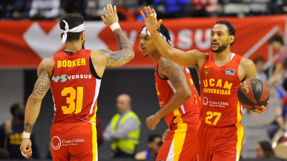 Sadiel Rojas celebra una acción con Askia Booker.