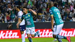 Ángel Mena abrió el marcador con un potente disparo.
