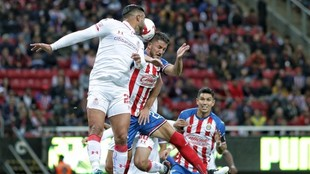Canelo y Mier protagonizaron la jugada polémica del partido.
