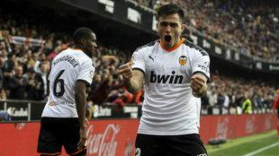 Maxi celebra uno de sus goles ante el Barcelona.
