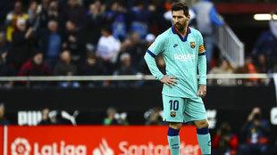 Leo Messi, cariacontecido en Mestalla.