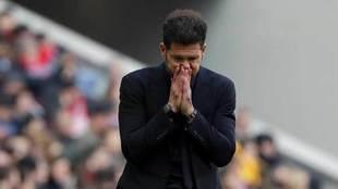 Simeone, con gesto de preocupación en un momento del encuentro.
