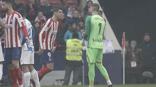 Morata y Cuéllar se encaran.
