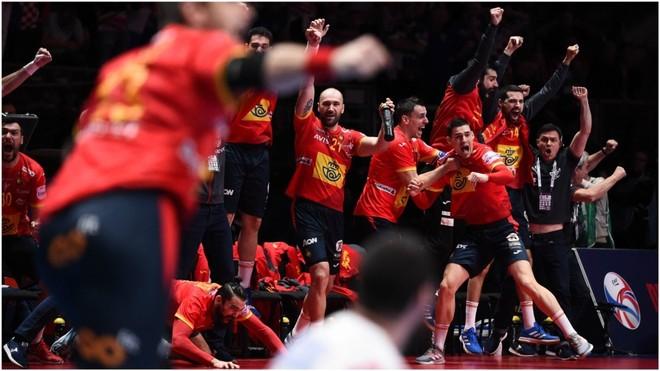 Los 'Hispanos' celebran el oro ante Croacia /