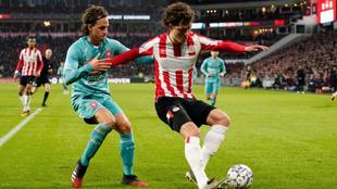 PSV y Twente empataron a un gol en la Eredivisie.
