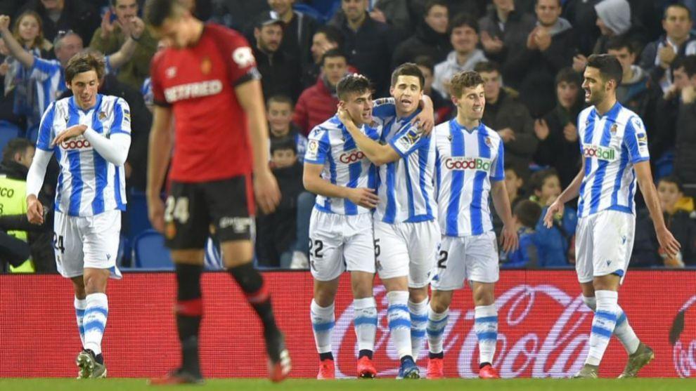 Los jugadores de la Real celebran el 2-0 ante el Mallorca.