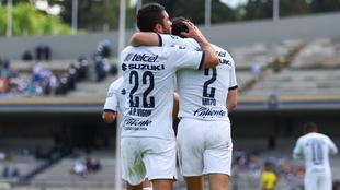 Pumas celebrando el gol de la victoria.