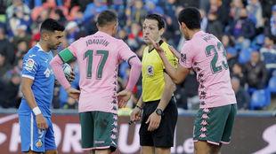 Joaquín y Mandi, pidiendo explicaciones a Prieto Iglesias