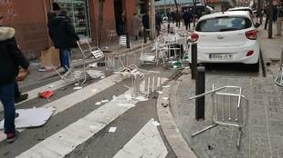 Estado de la calle tras la pelea.