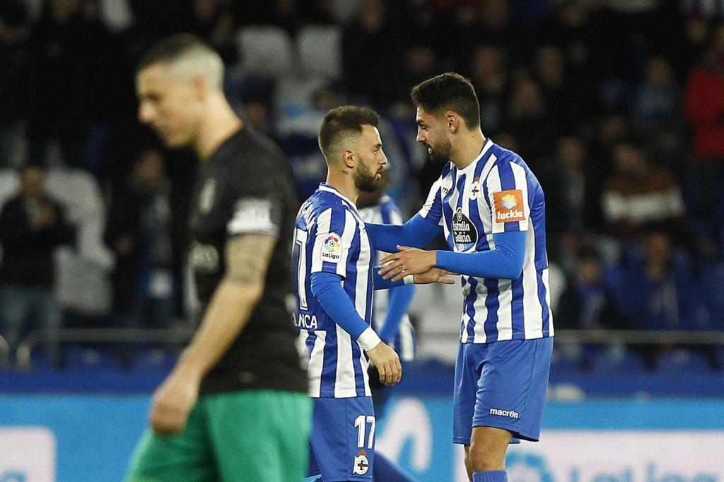 Emre Çolak y Sabin Merino celebran uno de sus goles al Racing