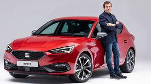 Alejandro Mesonero-Romanos, jefe de diseño de Seat, junto a su nueva...