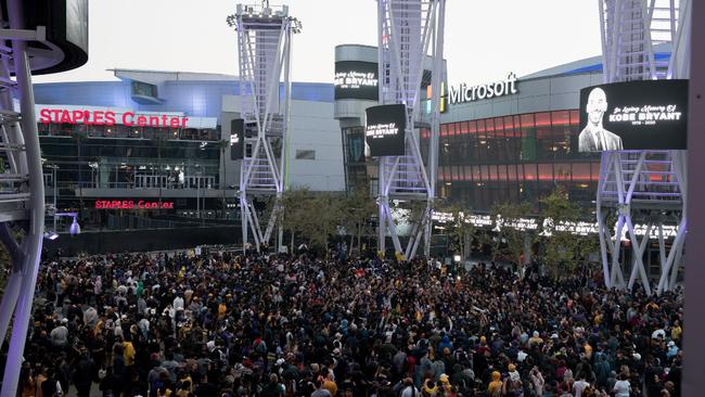 El juego entre Lakers y Clippers se iba a jugar en el Staples Center.