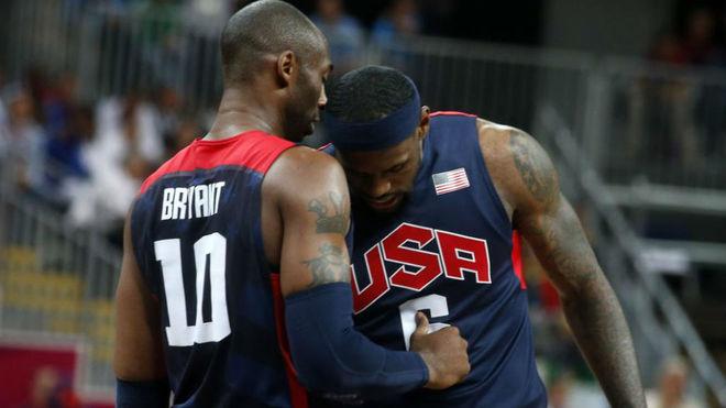 Kobe Bryant y LeBron James durante los Juegos Olímpicos de Londres...