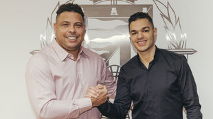 El futbolista choca con el presidente del Valladolid, Ronaldo Nazario