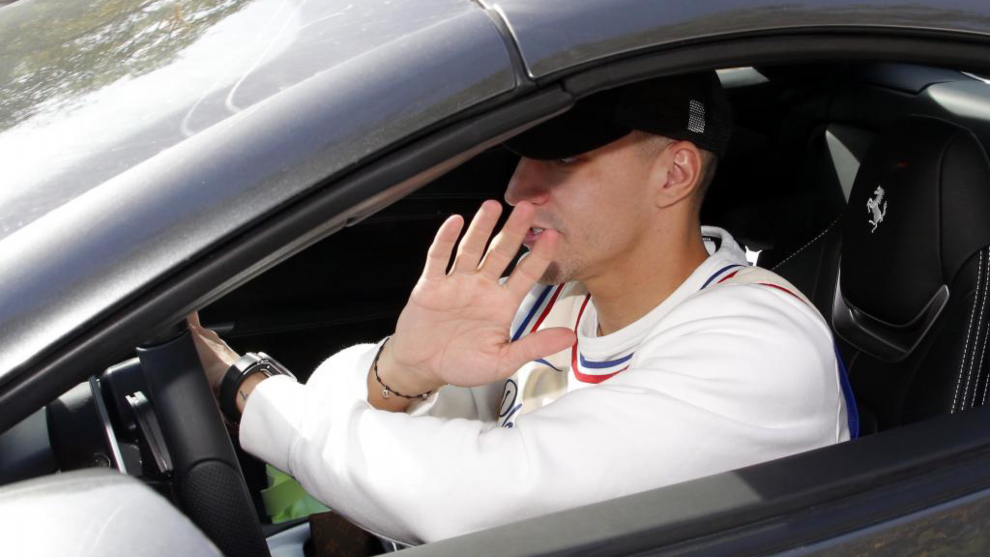 Rodrigo, a su salida de Paterna este lunes.