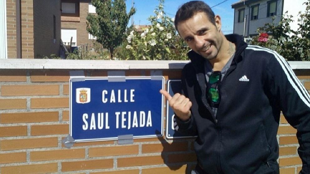 Saúl Tejada cuando inauguró su calle en Cembranos (León)