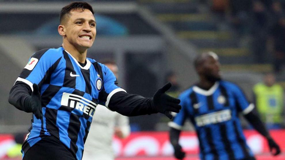 Alexis se lamenta de una ocasión con el Inter.