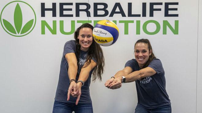 Lili y Elsa, en la sede de su nuevo patrocinador, Herbalife.