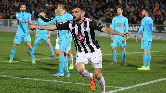 Pablo Vázquez celebra un gol con el Badajoz en la Copa del Rey frente...