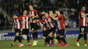 Los jugadores del Athletic celebrando el triunfo en el Heliodoro.