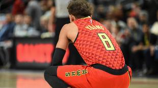 Trae Young de los Hawks, jugó un partido con el '8' en...
