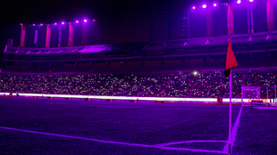 El Estadio de Tijuana se pintó con los colores de los Lakers.