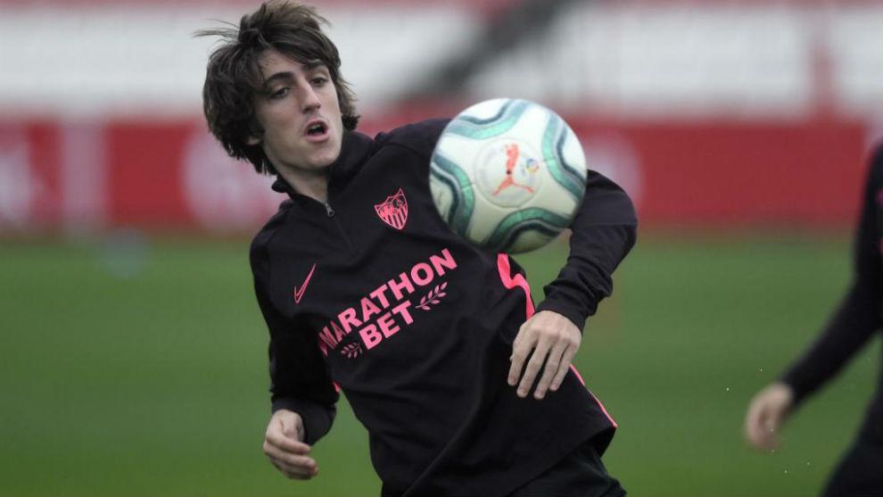 Bryan Gil, en un entrenamiento con el Sevilla.