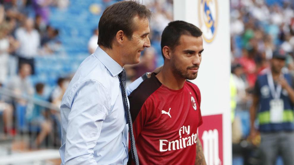 Lopetegui (53) saluda a Suso (26) en un Real Madrid-Milan.