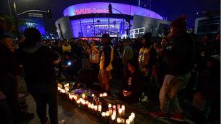 Aficionados de los Lakers, a las puertas del Staples Center.