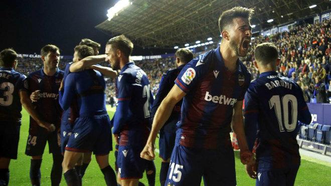Levante players celebrate a goal in Ciutat.