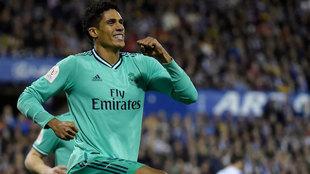 Varane, celebrando su gol en La Romareda