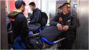 Wuhan Zall, a su llegada al aeropuerto de Málaga.