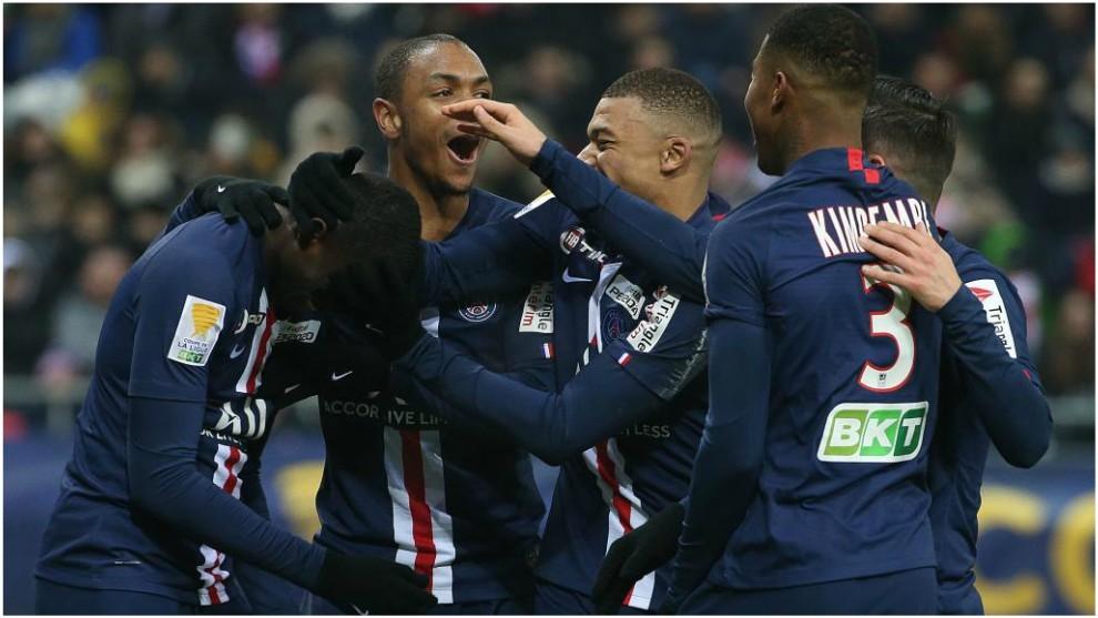 Diallo, Mbappé y Kimpembe felicitan a Tanguy Kouassi tras su gol en...