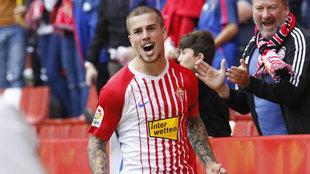 Cerro celebra un gol con el Sporting.
