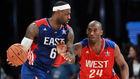 Kobe Bryant, defendiendo a LeBron James en un Partido de las...