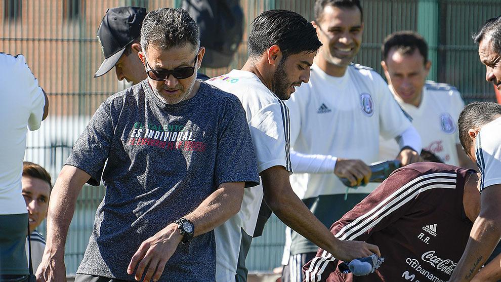 Juan Carlos Osorio manda mensaje a sus jugadores.