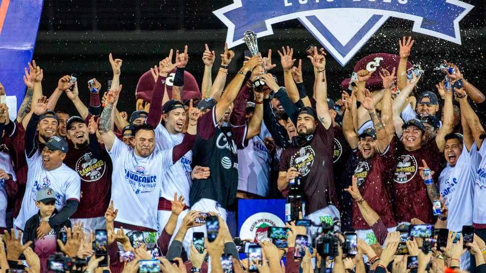 Tomateros celebra el campeonato.