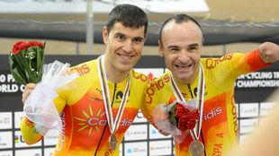 Eduardo Santas y Ricardo Ten celebran sus éxitos.