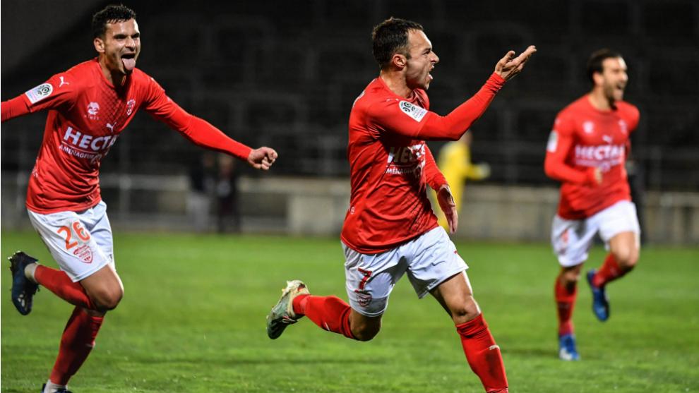 El Nimes celebra un gol al Mónaco
