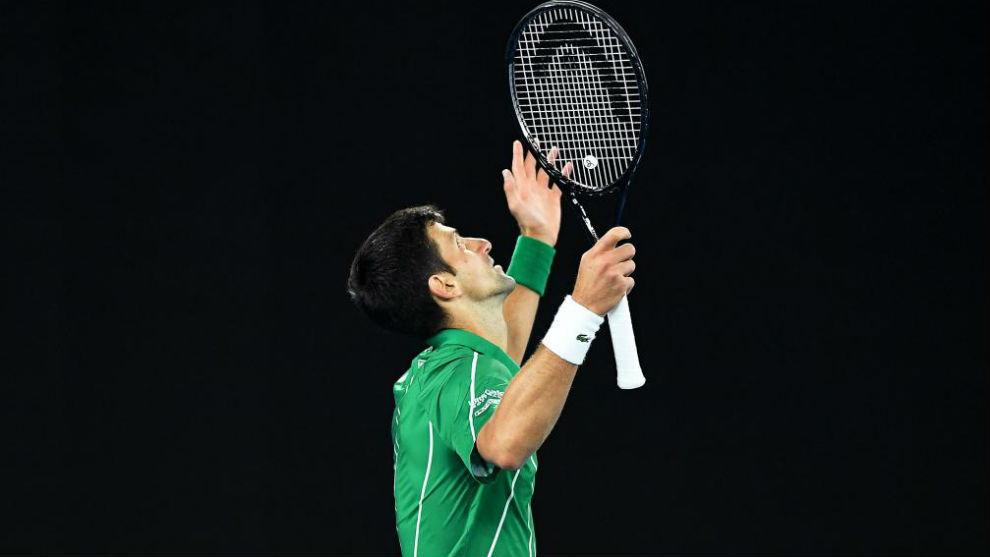 Djokovic mira al cielo durante la final