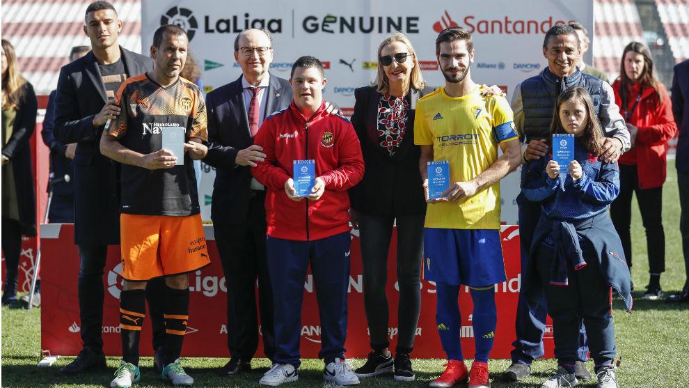Diego Carlos, José Castro, Olga de la Fuente y Darío Silva junto a...