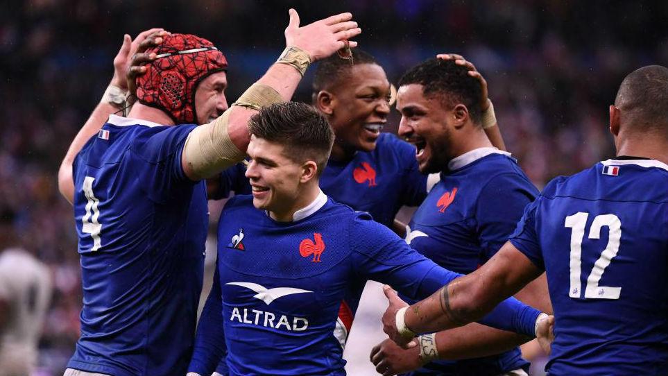 Los jugadores franceses celebran su victoria ante Inglaterra en el VI...