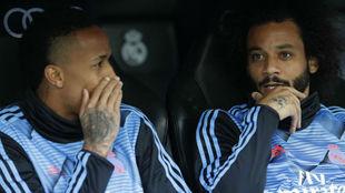 Miltao y Marcelo, en el banquillo durante el derbi