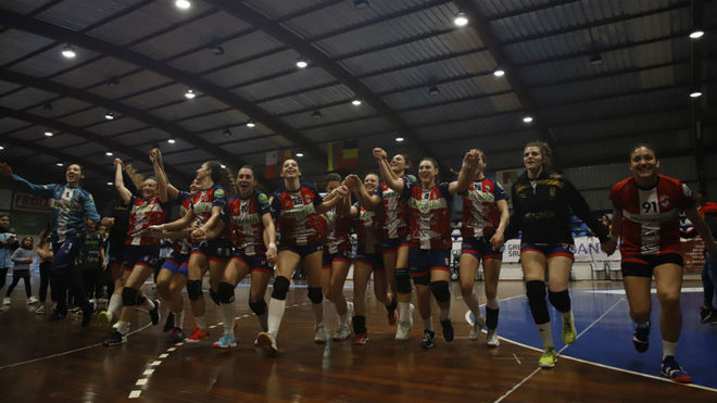 Las jugadores del Atlético Guardés celebra el pase a cuartos /
