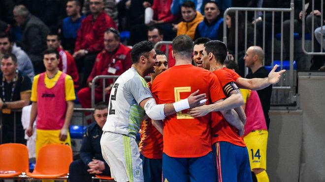 Los jugadores españoles celebran uno de los goles ante Ucrania.