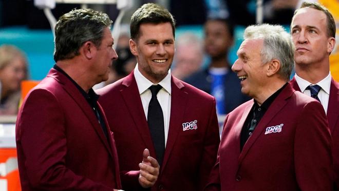 Tom Brady en los reconocimientos del Super Bowl LIV.