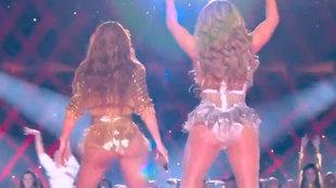 Momento de la actuación conjunta de Shakira y Jennifer Lopez