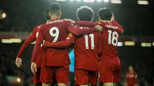 Los jugadores del Liverpool celebran uno de sus goles al Southampton.