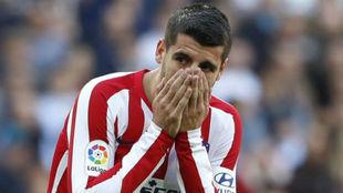 Morata, en el pasado derbi donde se lesionó.
